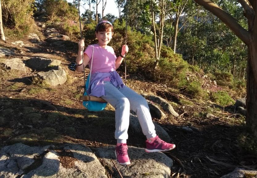 Mi hija trans en un columpio